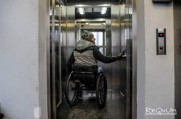 Лифт в переход на станции метро Достоевская