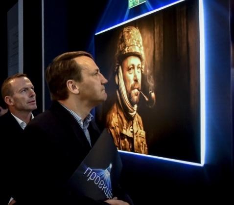 Сикорский не верит, что Польша может стать моделью для Украины