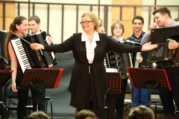 Оркестр «Виват, аккордеон!», художественный руководитель и дирижер –  Валентина Бобышева
