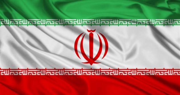 Флаг Ирана. Под флагом — щит из России
