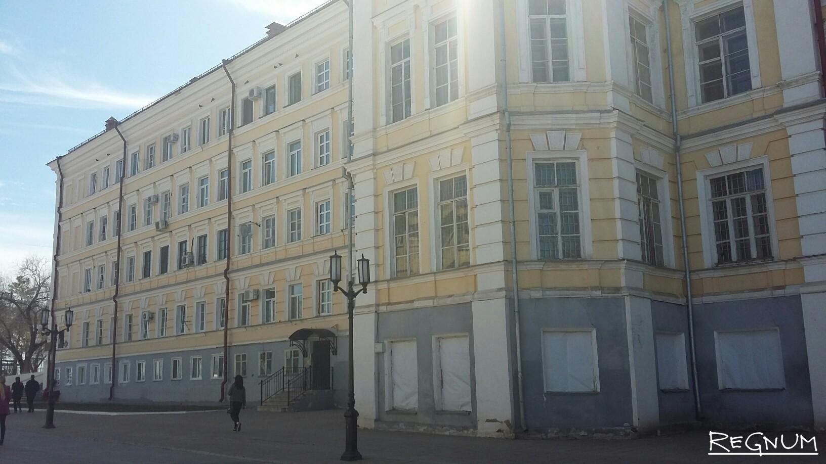 Бывшее здание Оренбургского высшего авиационного училища