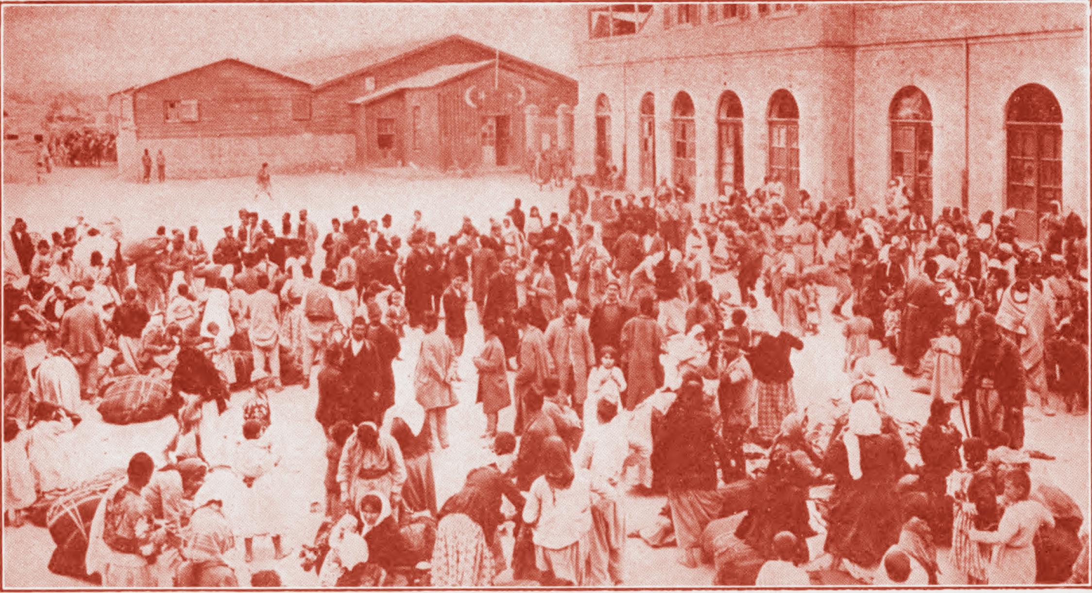 Армяне процветающего города собрались по приказу властей для депортации. Сразу за городом они были убиты. 1915