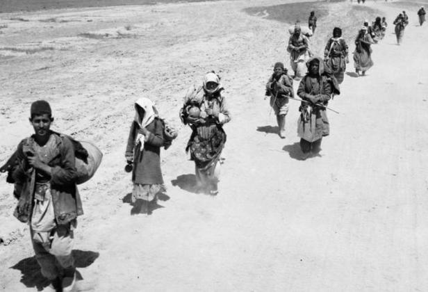 Армяне, спасаясь от голода, идут к линии фронта. 1951