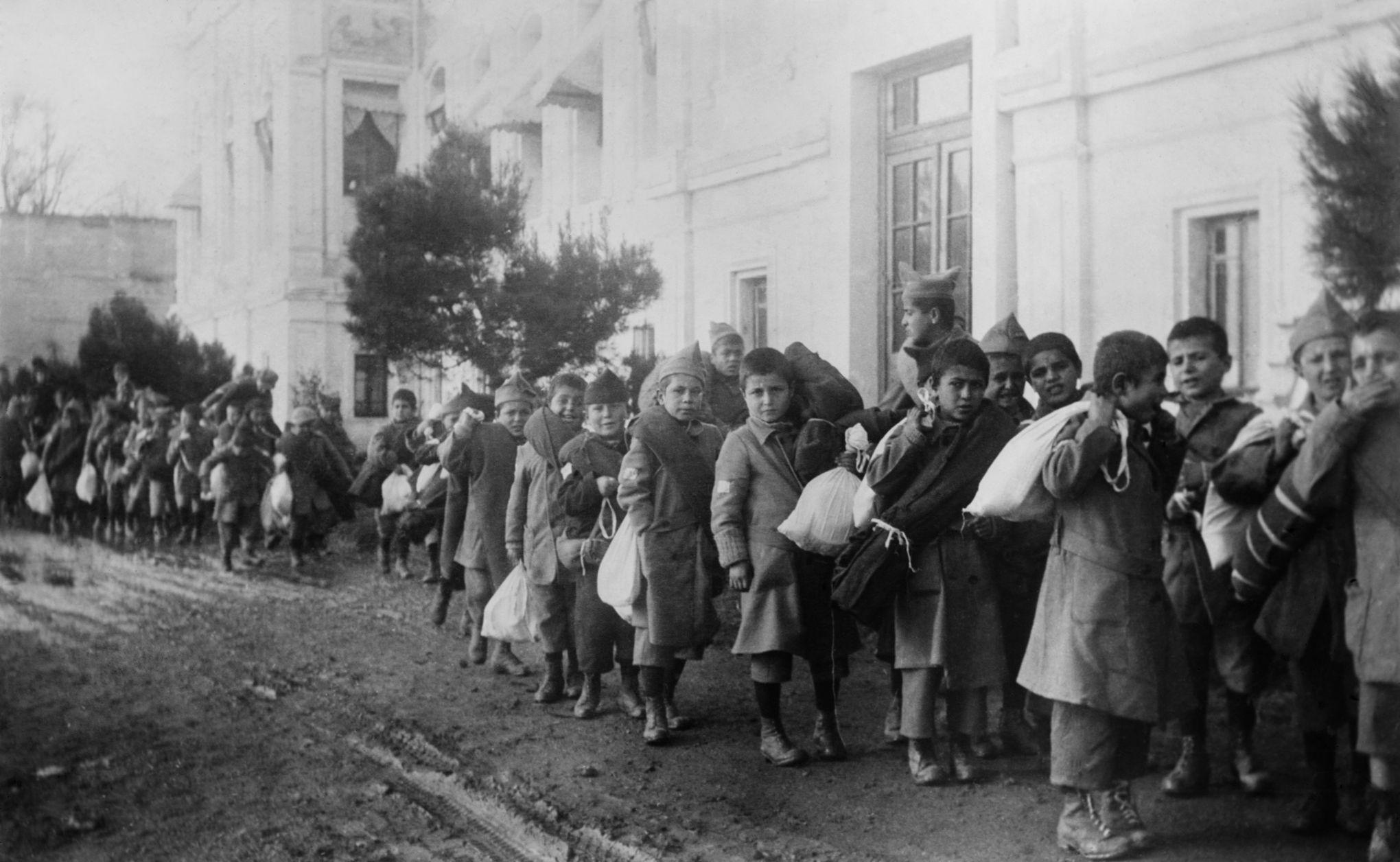 Армянские сироты в Сирии. 1916