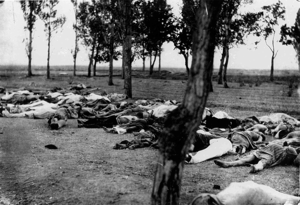 Останки убитых армян (фотография опубликована в 1918 году, в книге посла США Генри Моргентау)