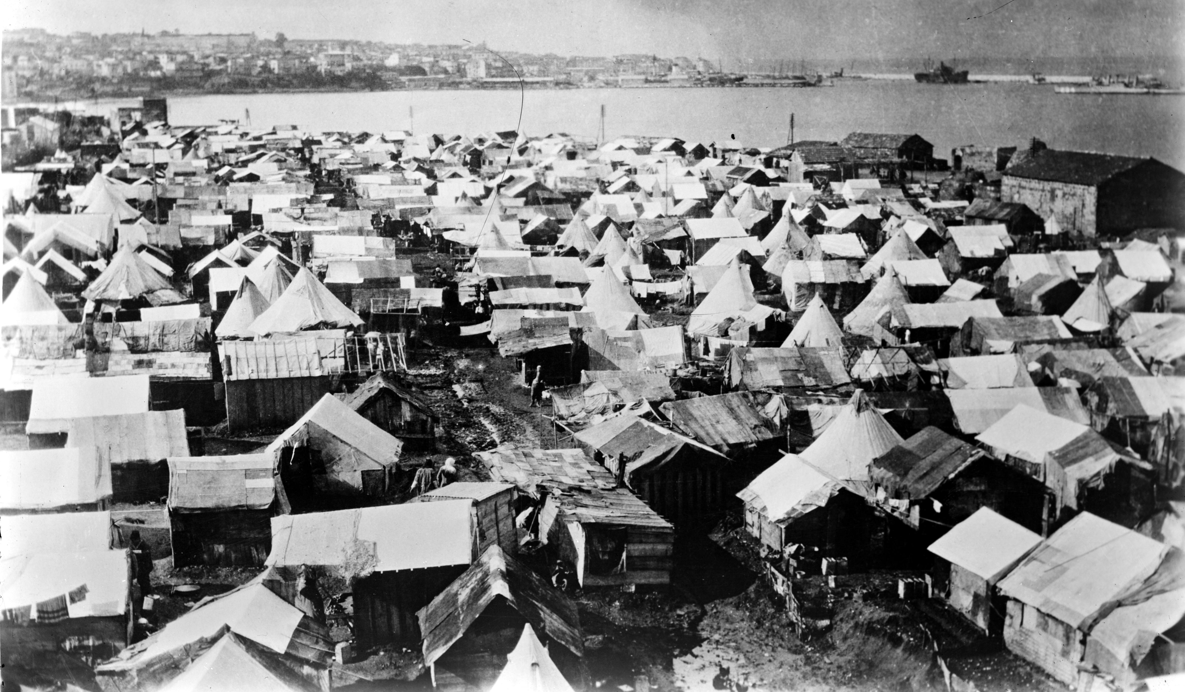 Лагерь армянских беженцев в бейруте. 1915