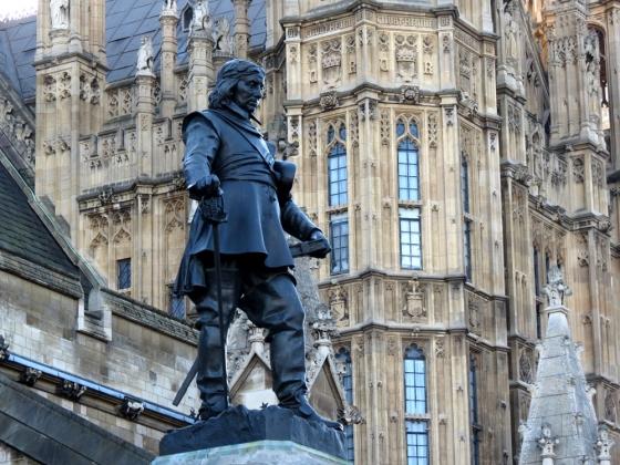 Как Англия простила казнь своего короля за возвышение частной собственности