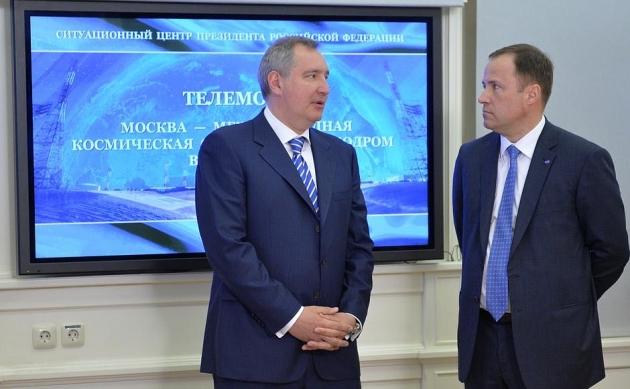 Песков подтвердил информацию о выговоре Путина Рогозину и Комарову