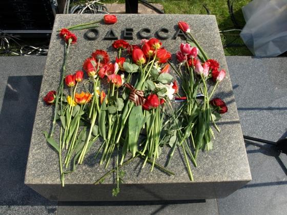 Дань уважения городу-герою Одессе, пережившему Великую Отечественную войну и «Одесскую Хатынь»