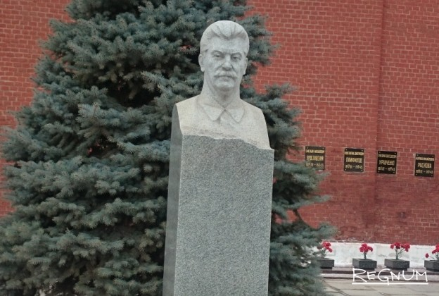 Могила И. В. Сталина у Кремлёвской стены