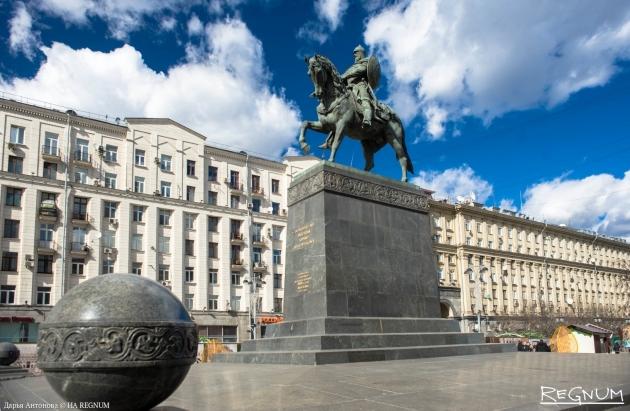 От Ганди до Шаляпина: в Москве отремонтируют 42 современные скульптуры