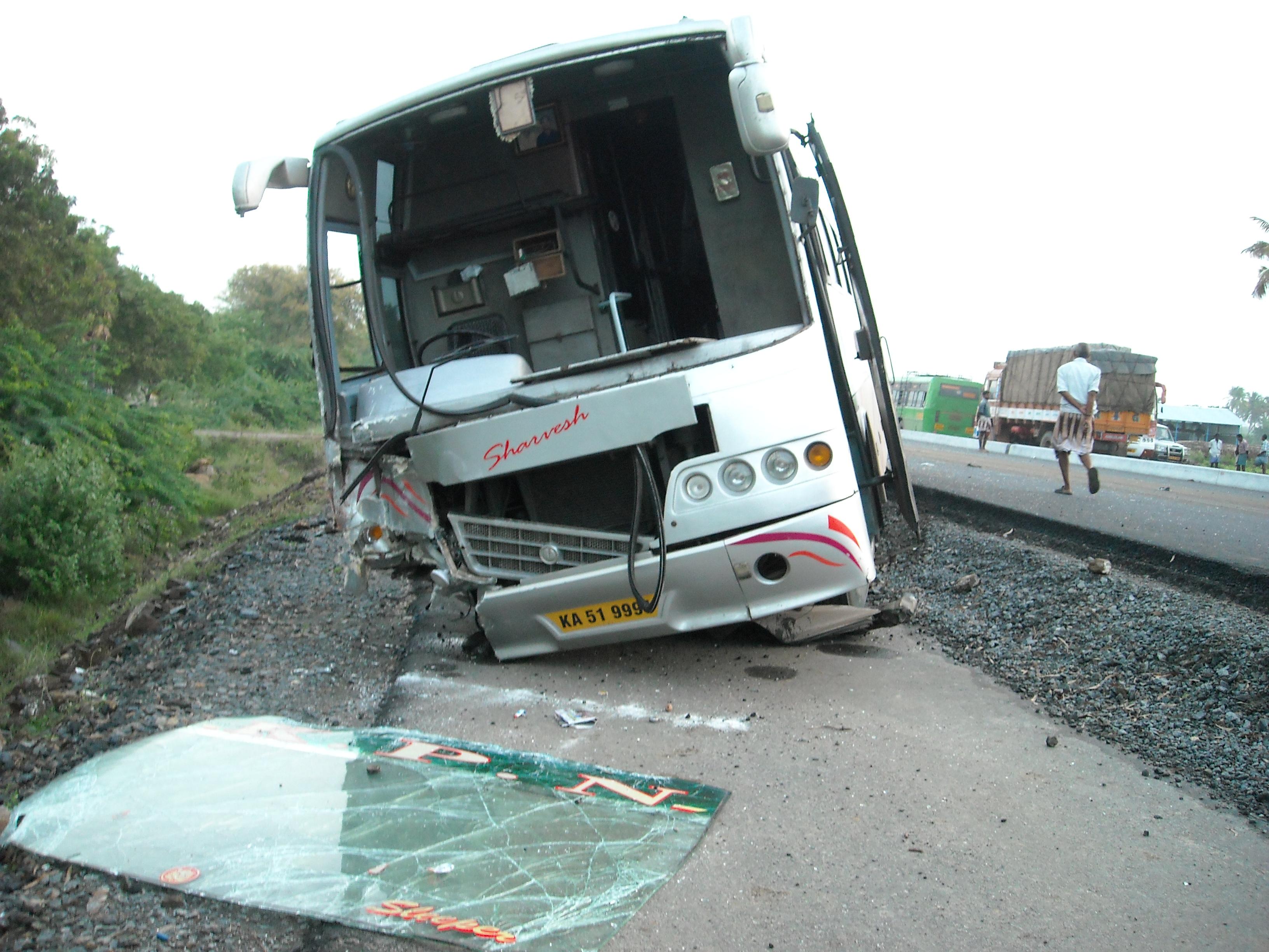 Kpn bus accident photos