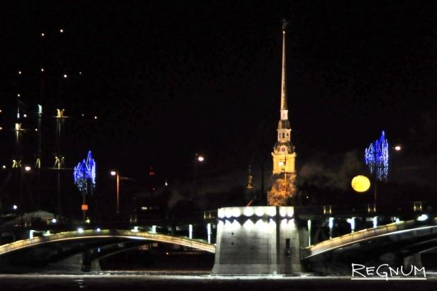 Ночь в Санкт-Петербурге у Петропавловской крепости