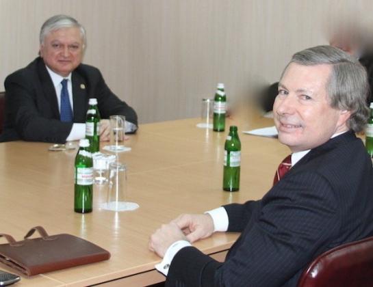 В Ереване и Баку озвучивают условия для дальнейших переговоров по Карабаху