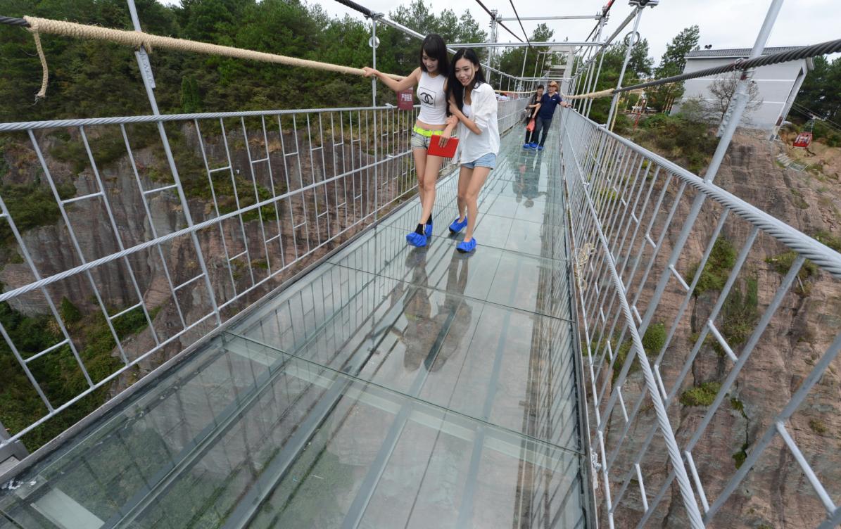 стеклянный мост в японии фото проливной дождь