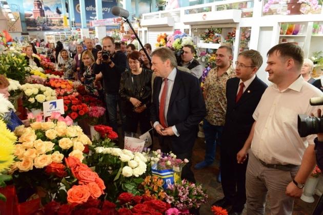 Борис Титов на центральном рынке в Чебоксарах