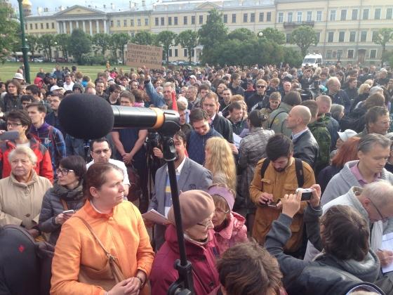 На митинге против «моста Кадырова» в Петербурге аплодировали Пушкину