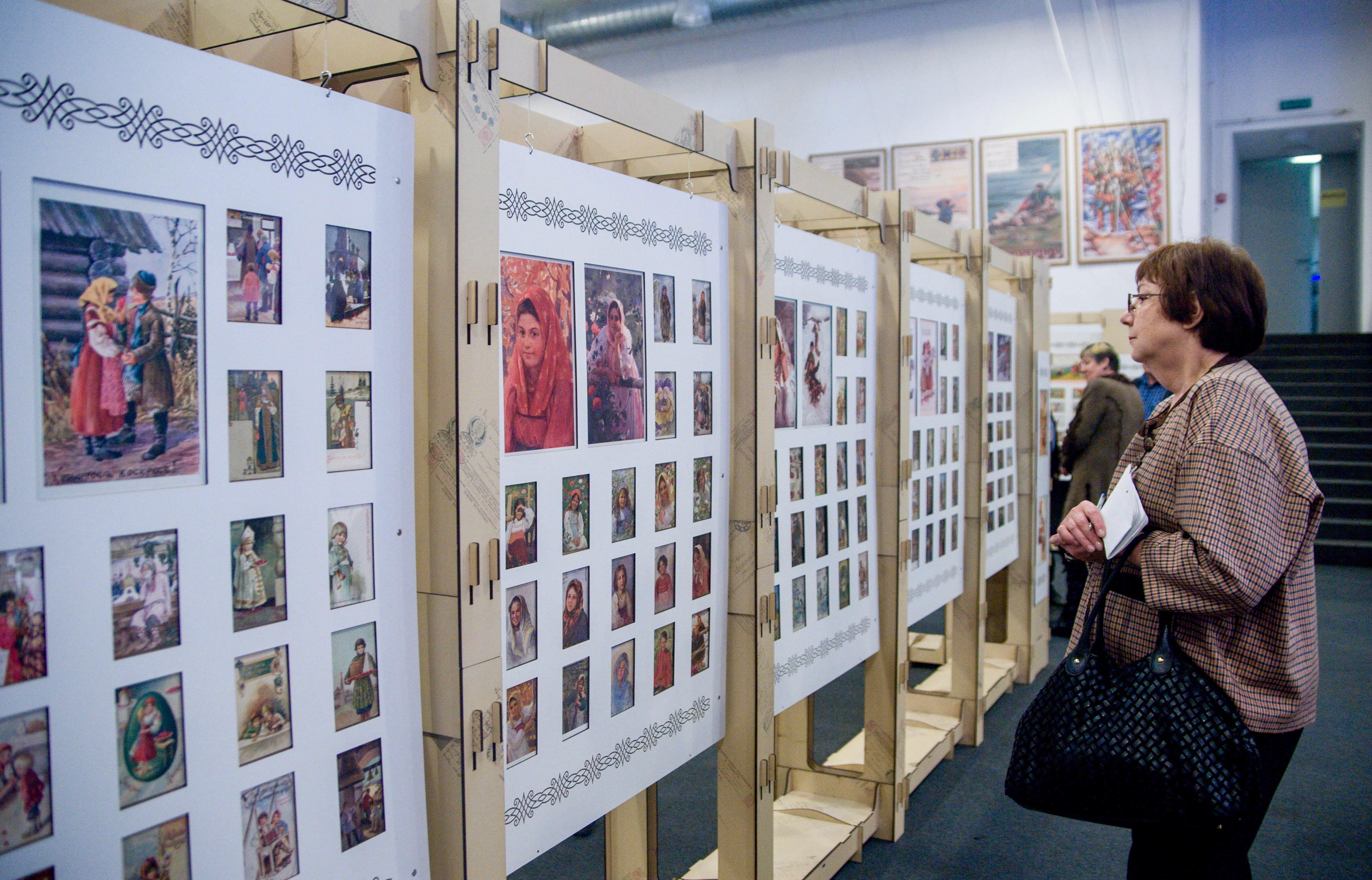 Февраля, выставка открыток