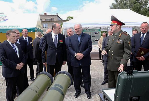 Александр Лукашенко на оборонном заводе