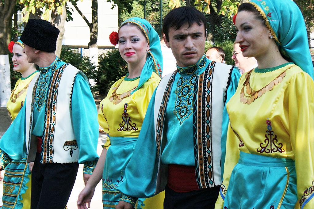 Картинки по запросу фото гагаузские костюмы в молдове