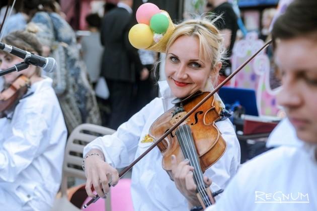 Музыканты на открытии фестиваля «Московское мороженое»