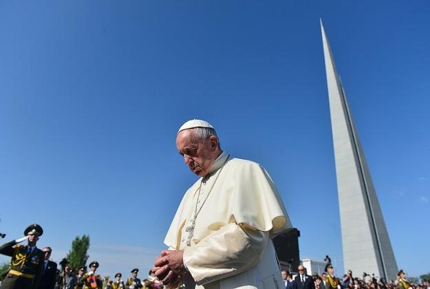 Папа Римский посетил мемориальный комплекс Цицернакаберд — фоторяд