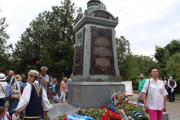 В Севастополе установили памятник греческим воинам Крымской войны