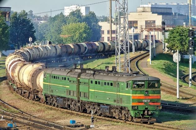 Железнодорожный состав с нефтепродуктами