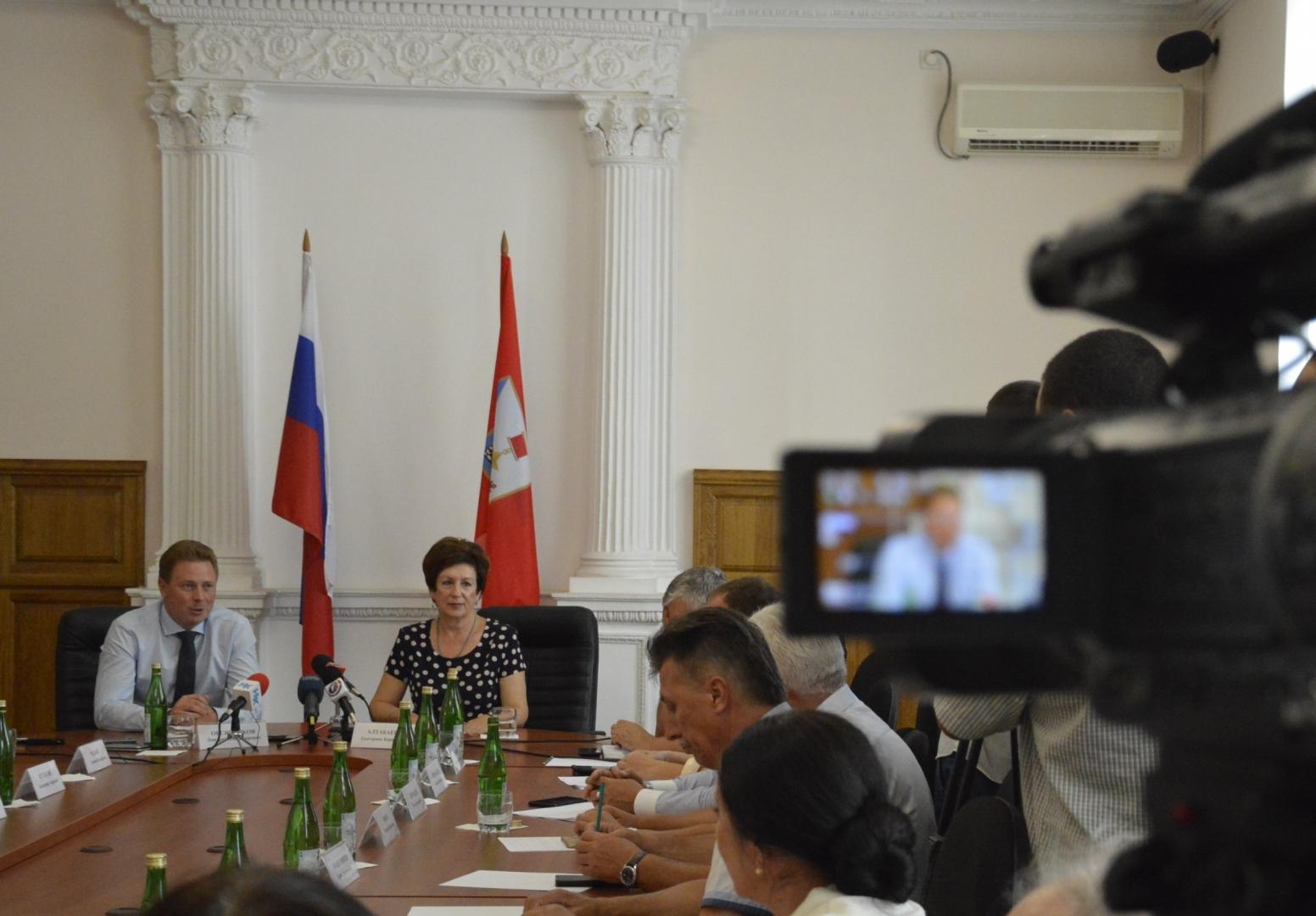 Новый губернатор встретился с депутатами законодательного собрания