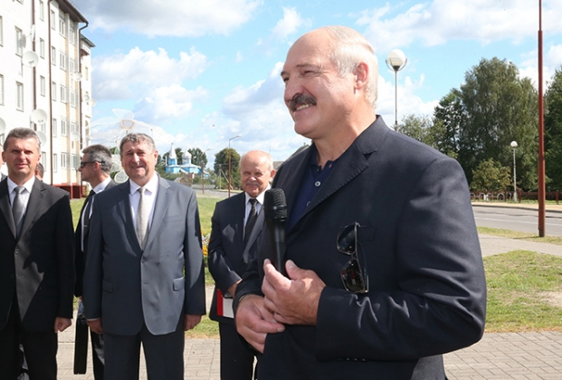 Лукашенко: Надо раздеваться и работать, шевелиться и рассчитывать на себя