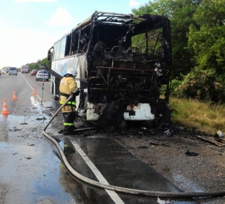 В Крыму на трассе сгорел пассажирский автобус Сочи — Севастополь