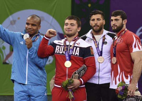 Тренер РФ о «краже золота»: Чакветадзе уверенно выиграл у этого мальчика
