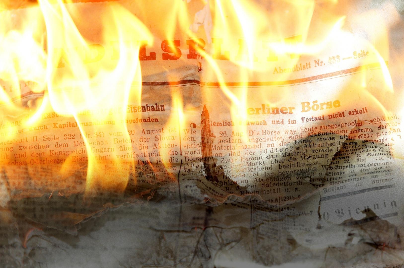 Горящая газета