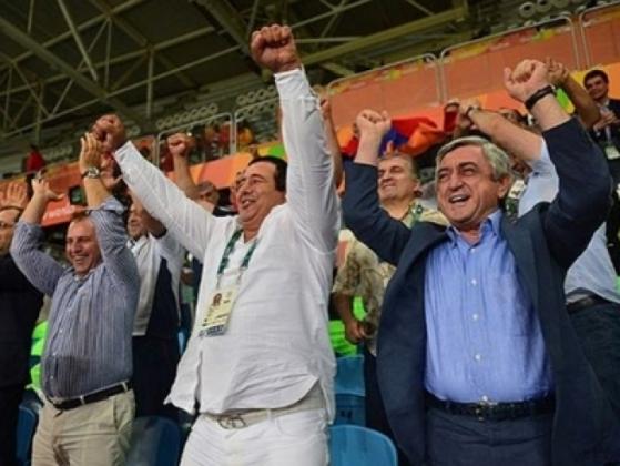 Президент Армении и глава НОК Гагик Царукян после победы Артура Алексаняна