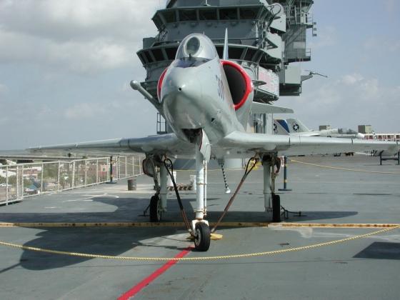 Самолет ВВС США A-4 Skyhawk разбился в штате Невада