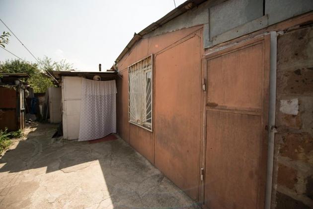 Дом в Гюмри, в котором живёт семья Гора Минасяна