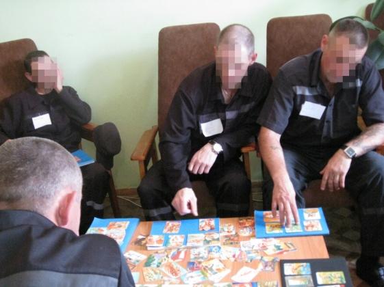 В мордовской колонии заключенных перевоспитывают, играя с ними в карты