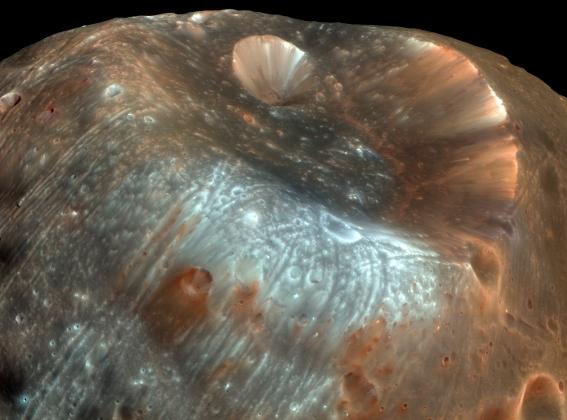 Ученые раскрыли секрет аномальных каналов на спутнике Марса