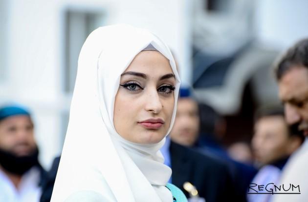 В таджикском Ходженте 643 женщины взяты на учет за мусульманский платок