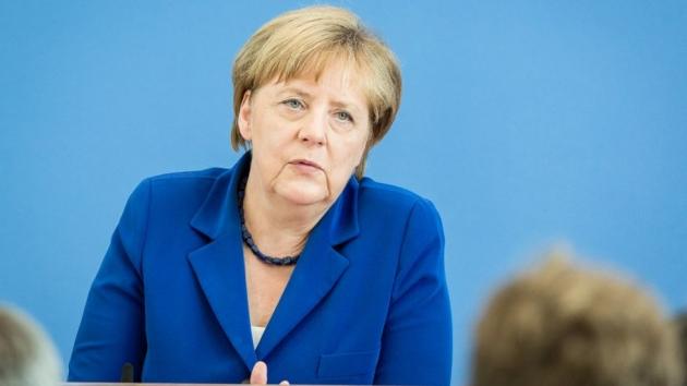 СМИ ФРГ: Меркель не видит российской угрозы, но ей не верят