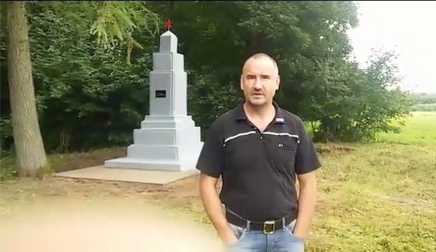 Лидер «Курска» Ежи Тыц на фоне отреставрированного памятника советским танкистам в Польше. Август 2016 года