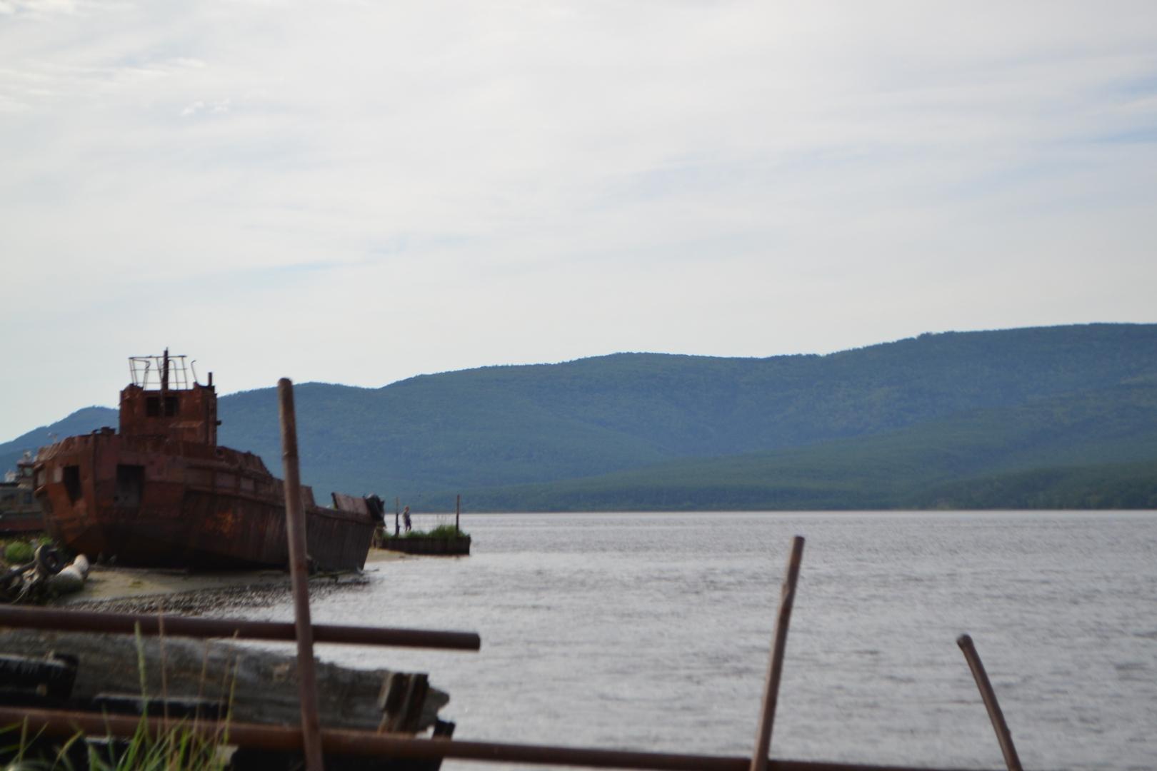 Берег у села Датта, остовы старых шхун и никакой инфраструктуры