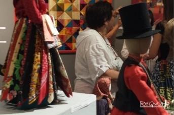 Продавщица платков (Выставка лоскутных одеял и текстильных кукол дизайнера Эльвиры Губайдуллиной)