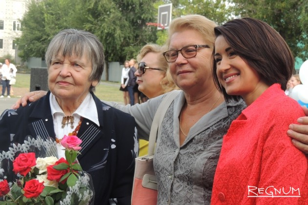 На снимке слева Людмила Михайловна Шевченко