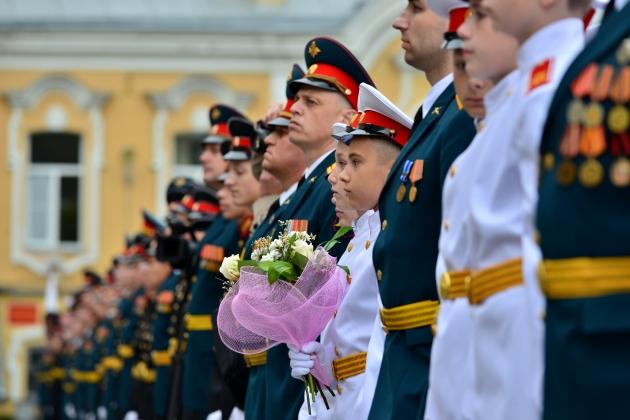 Белый китель, алые погоны и клятва на верность России: 1 сентября в СПб СВУ