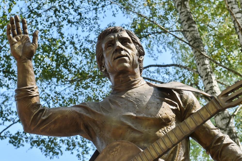 Памятник Высоцкому в Воткинске