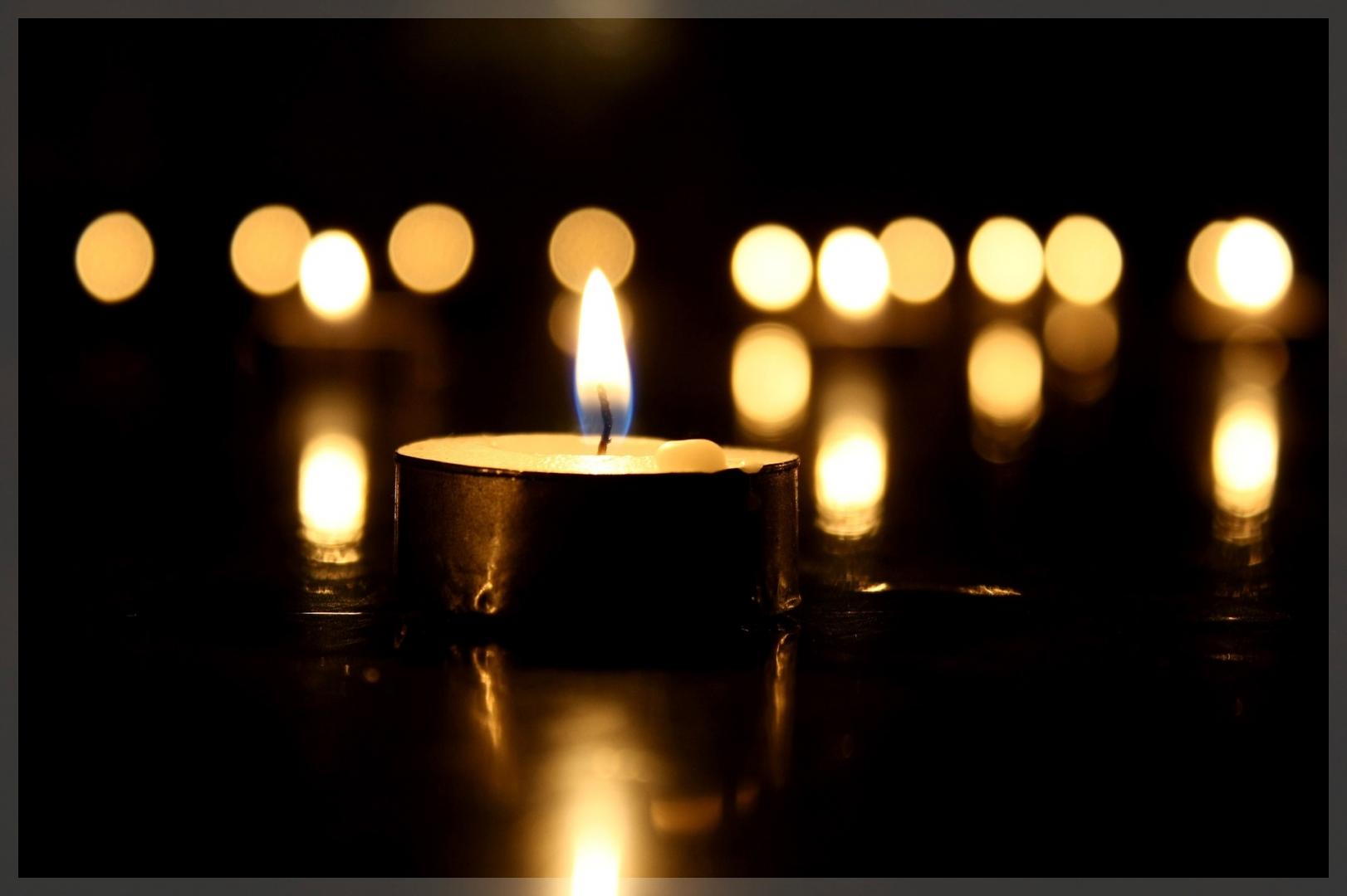Днем рожденея, траурную картинку свечи