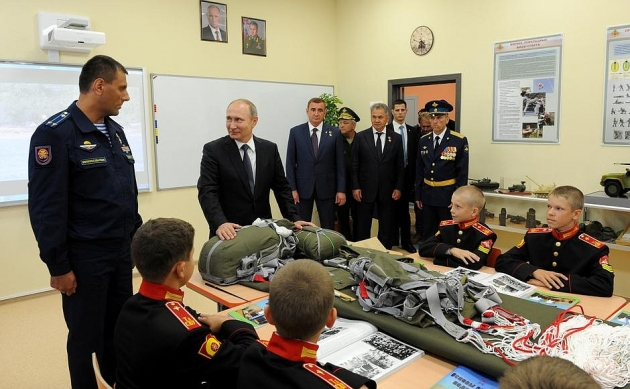 Владимир Путин открыл Суворовское училище в Туле