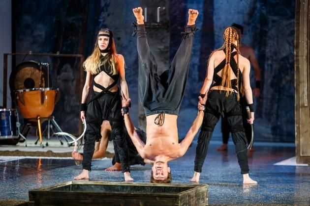 «Мцыри» на Волковском фестивале: можно ли читать Лермонтова, стоя на голове