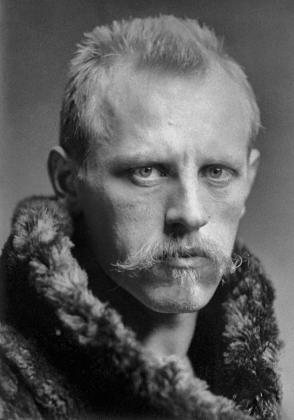 Фритьоф Нансен — норвежский учёный, через которого строились связи Европы и СССР. Собирал в Европе помощь для голодающих в Поволжье